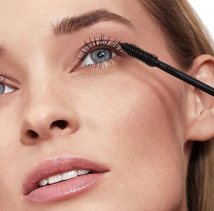 Shiseido-Full-Lash-model